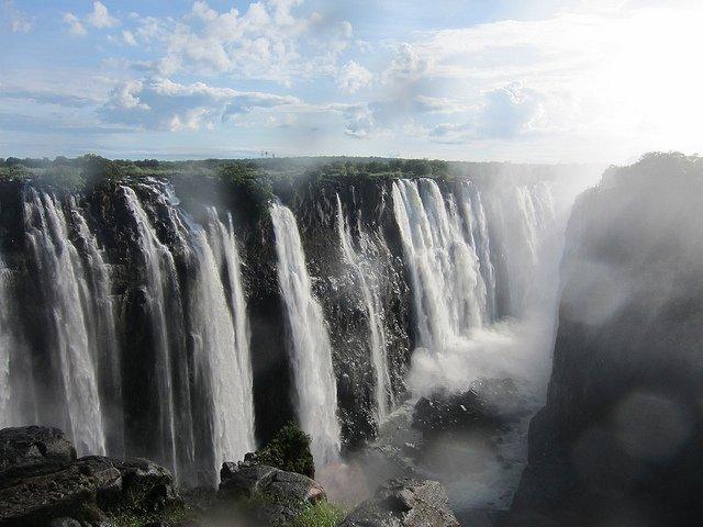 Le Cascate Victoria, una delle 7 Meraviglie Naturali al Mondo, anche loro ora sono nel KAZA