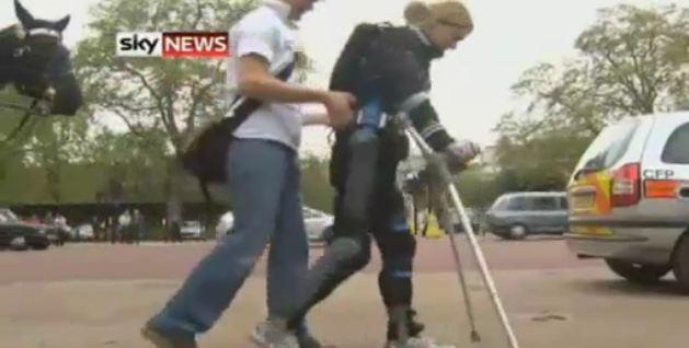 Claire Lomas porta a termine la Maratona di Londra, pur essendo paralizzata!