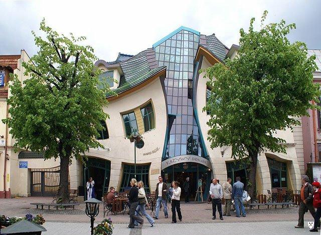 Krzywy domek, la casa ricurva di Sopot in Polonia