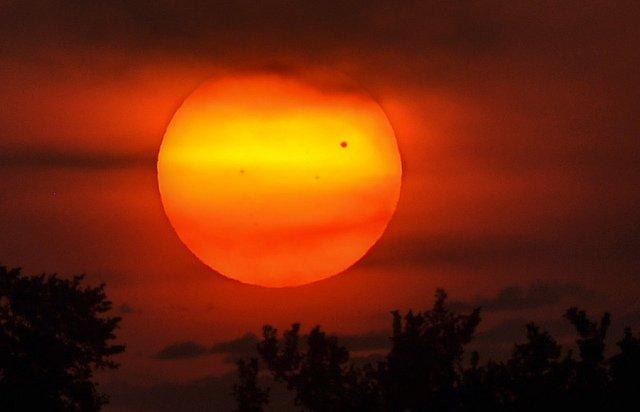 Venere transita davanti al Sole, le foto più belle!