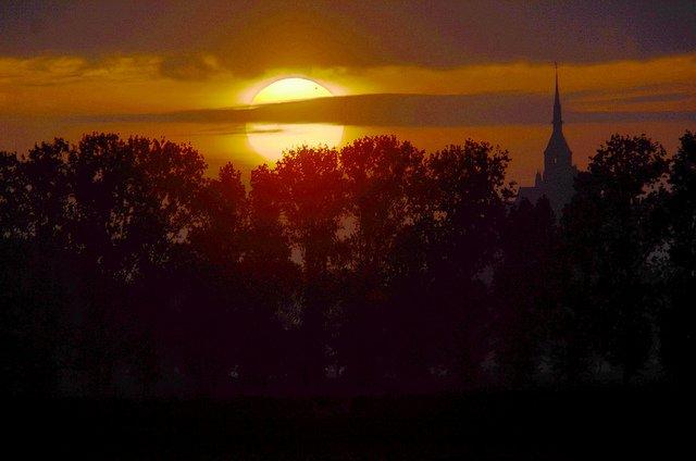 Venere passa davanti al Sole, le foto più belle!