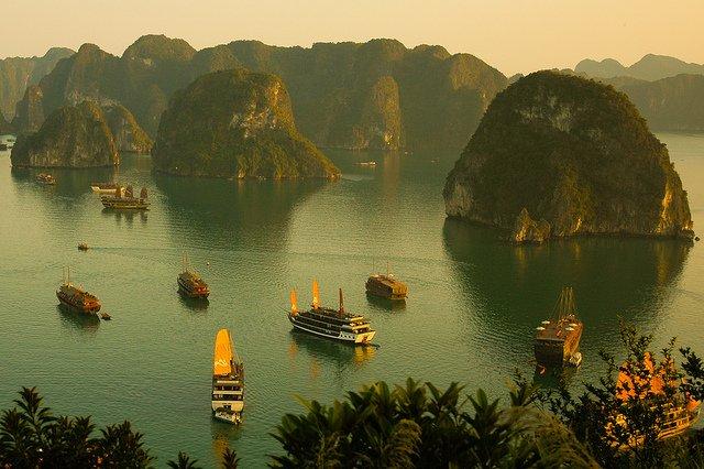 La baia di Ha Long in Vietnam