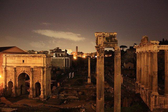 roma-meta-italaina-preferita-dai-viaggiatori-stranieri-rovine-romane