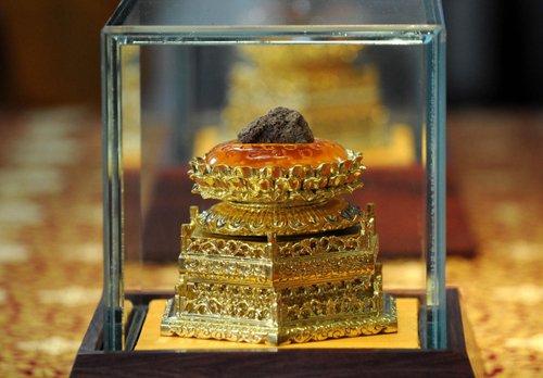 La custodia che custodirebbe alcuni dei resti del Gautama Buddha  in cina
