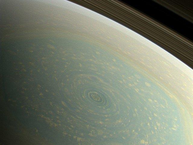uragano-saturno-polo-nord-colori-veri