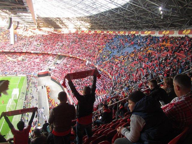 amsterdam-arena-copertura-con-pannelli-fotovoltaici
