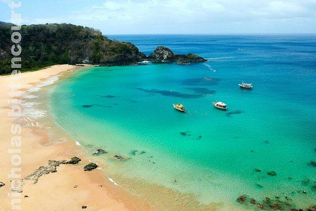 spiaggia-baia-do-sancho-brasile