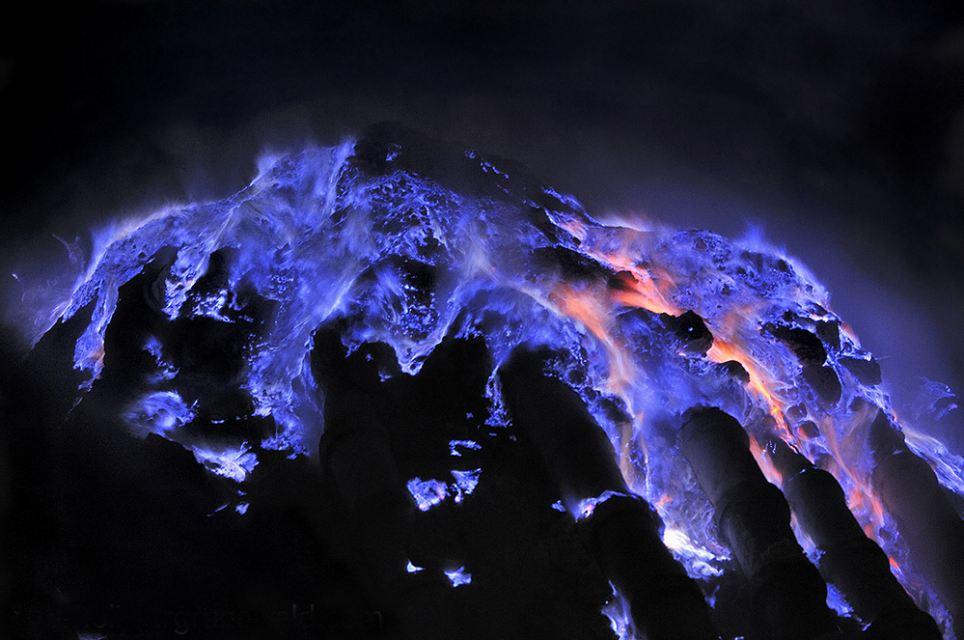 lava-blu-ljen-vulcano-indonesiano